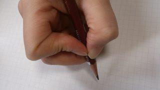鉛筆の持ち方は、40歳でも1ヶ月でおおよそ直る